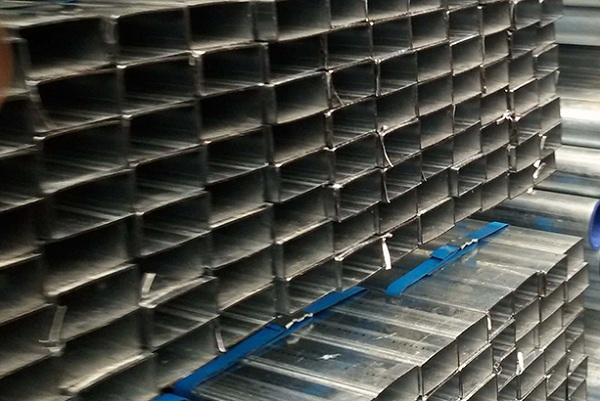 Thép hộp hình chữ nhật là loại thép có mặt cắt hình hộp chữ nhật, lõi thép bên trong rỗng